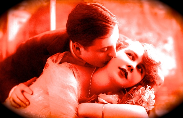 78373246-HET couple vintage kissing