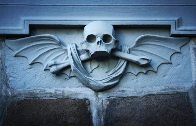 94376507-skull statue